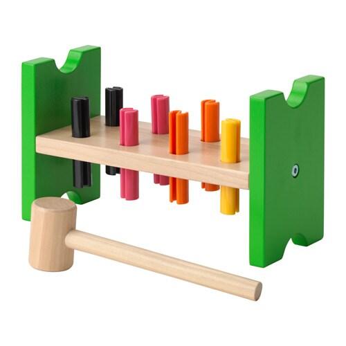 MULA Bloque para amartillar Más ofertas en IKEA Ayuda a los niños a desarrollar sus habilidades motrices y/o coordinación manos/vista.