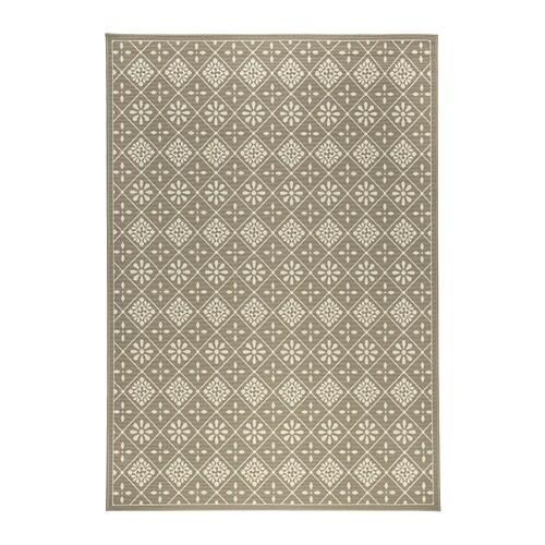 SNEKKERSTEN Alfombra, pelo corto IKEA Al estar hecha de fibras sintéticas, la alfombra no se mancha y es resistente y fácil de mantener.