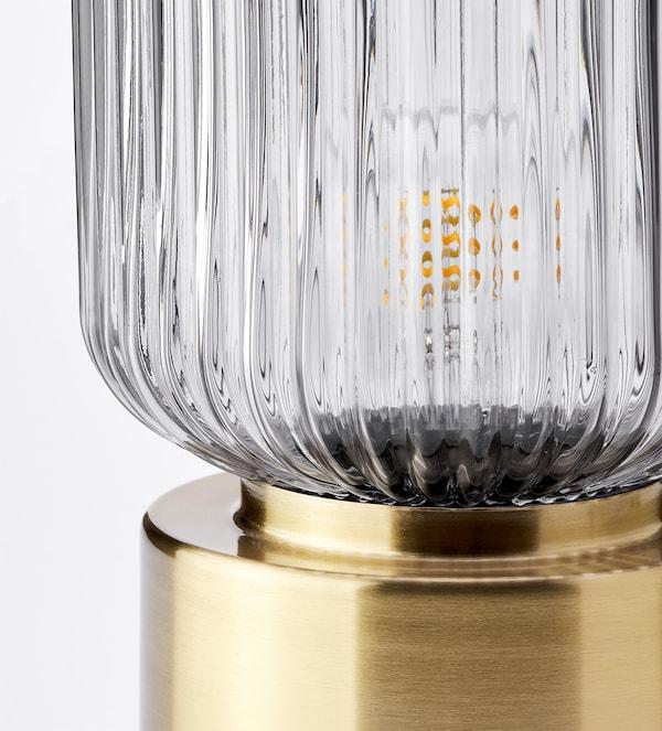 SOLKLINT Lámpara de mesa, latón/vidrio transparente gris, 28 cm