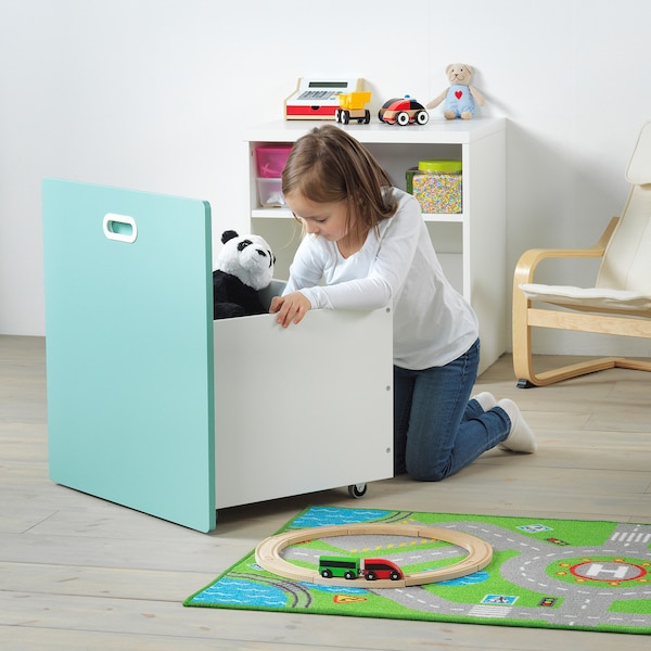 STUVA / FRITIDS Contenedor juguetes ruedas, blanco/azul claro, 60x50x64 cm