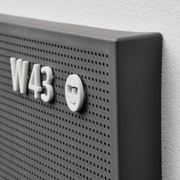 SVENSÅS Panel perforado con letras, gris oscuro, 30x40 cm