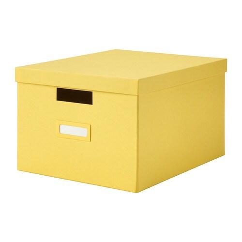TJENA Caja con tapa IKEA La caja es fácil de extraer y levantar porque es resistente y lleva asas integradas.