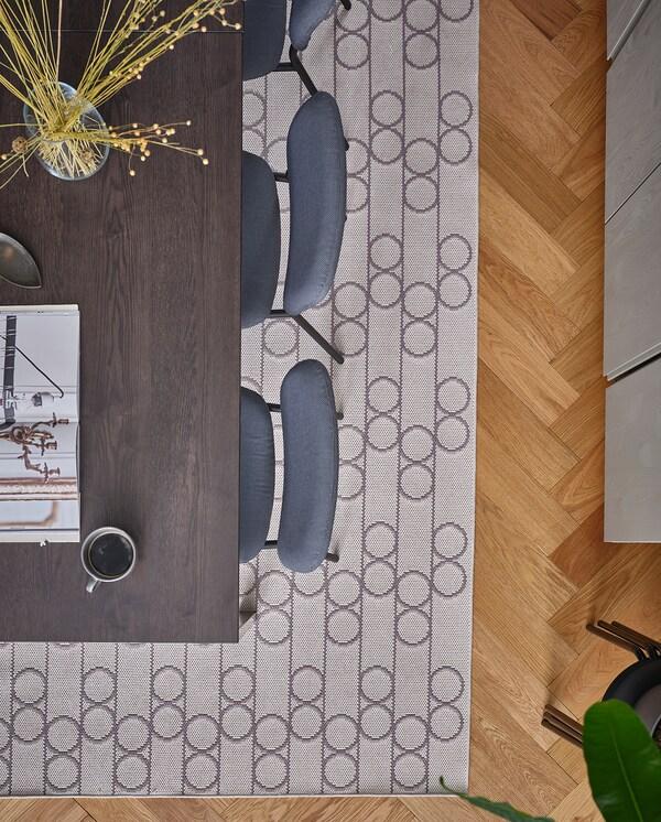VANGSTA / KARLJAN Mesa e dúas cadeiras, negro marrón escuro/Kabusa gris escuro, 80/120 cm
