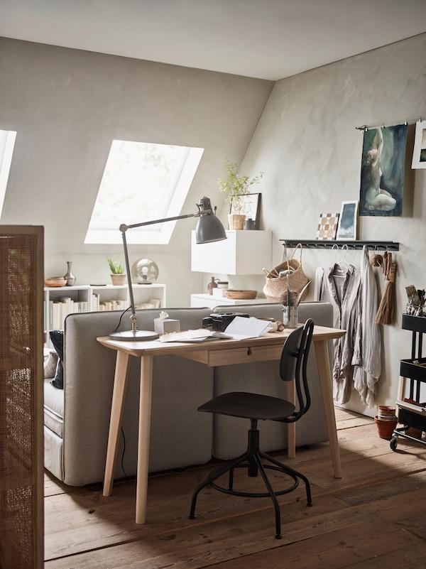 Espacio de trabajo luminoso con escritorio LISABO