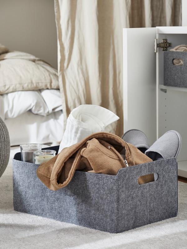 IKEA BESTÅ låda med Insats i grå filt.