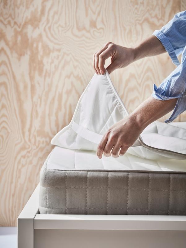 Patjan- ja tyynynsuojusten avulla patja tai tyyny pysyy raikkaana pidempään ja on pidempi-ikäinen.