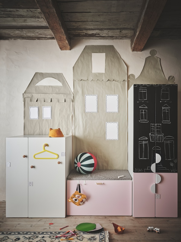 Several SMÅSTAD storage units with different coloured fronts and handles of various styles placed in a kid's room.