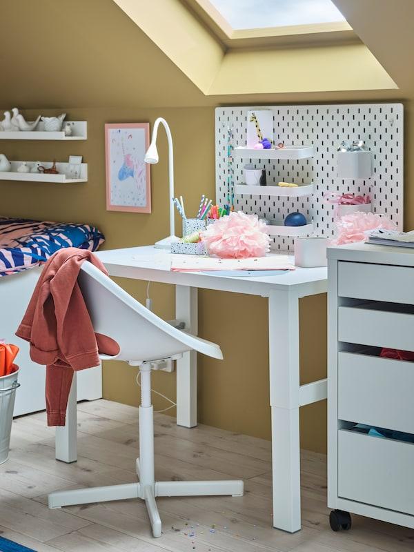 PAHL children's desk