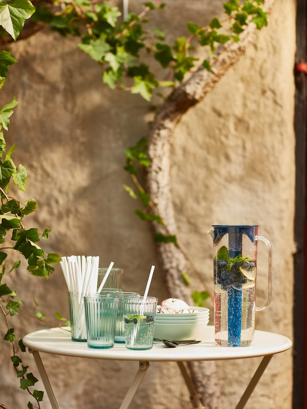 Tavolino con accessori per le bevande