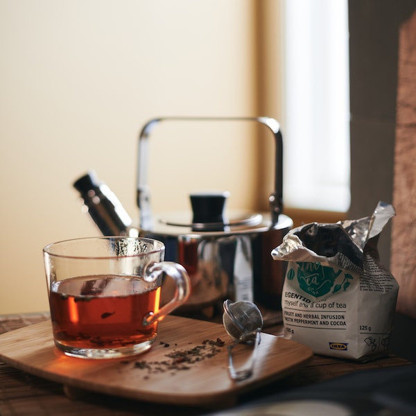 A calm morning tea moment with the METALLISK kettle and IKEA 365+ mug.