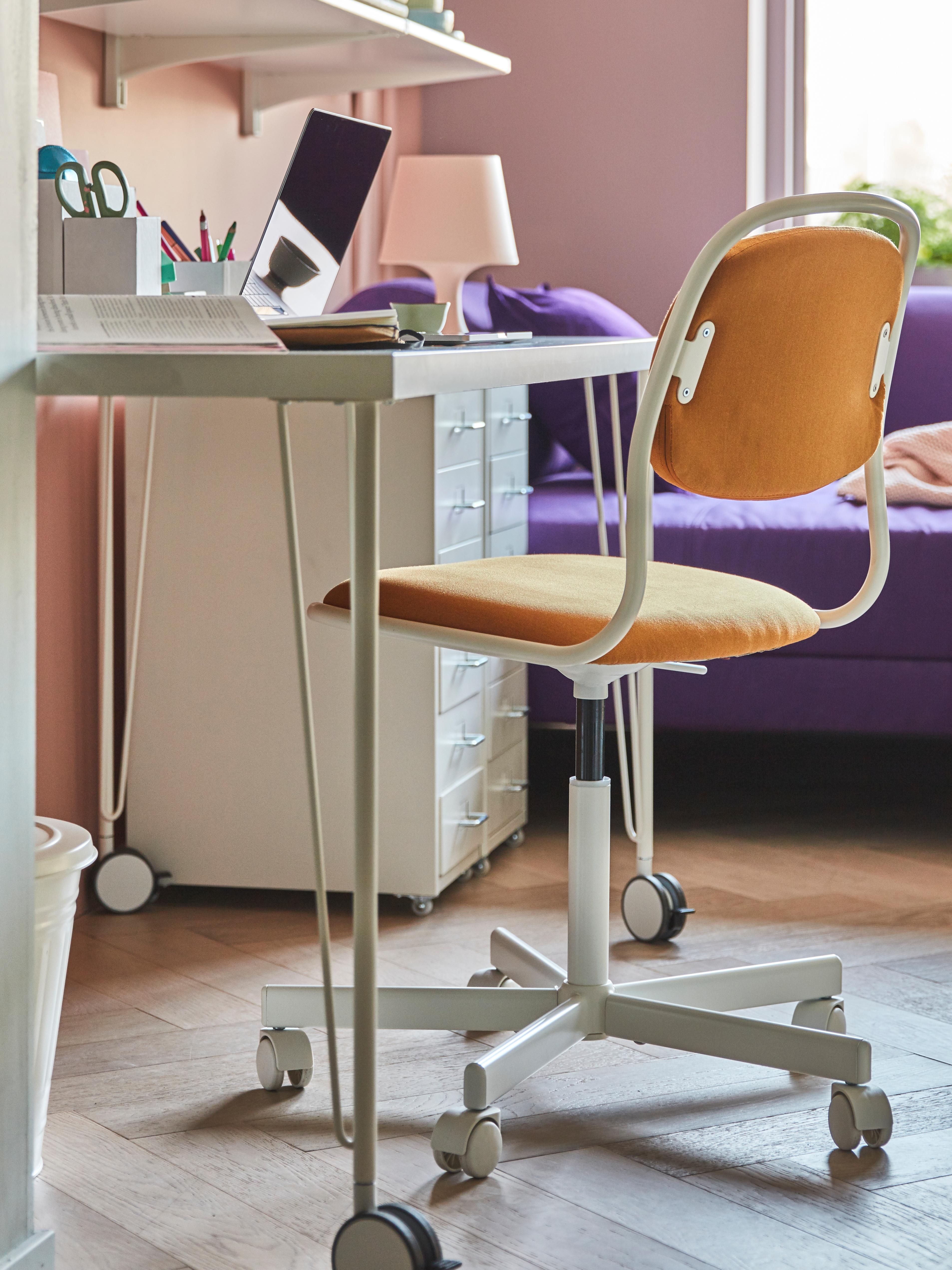 chaise-pivotante-ÖRFJÄLL-blanche-revêtement-jaune-foncé-VISSLE
