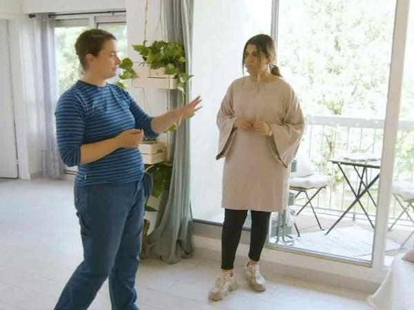 Mona egy IKEA munkatársával beszélget arról, hogyan hozza be a természetet franciaországi diáklakásába.