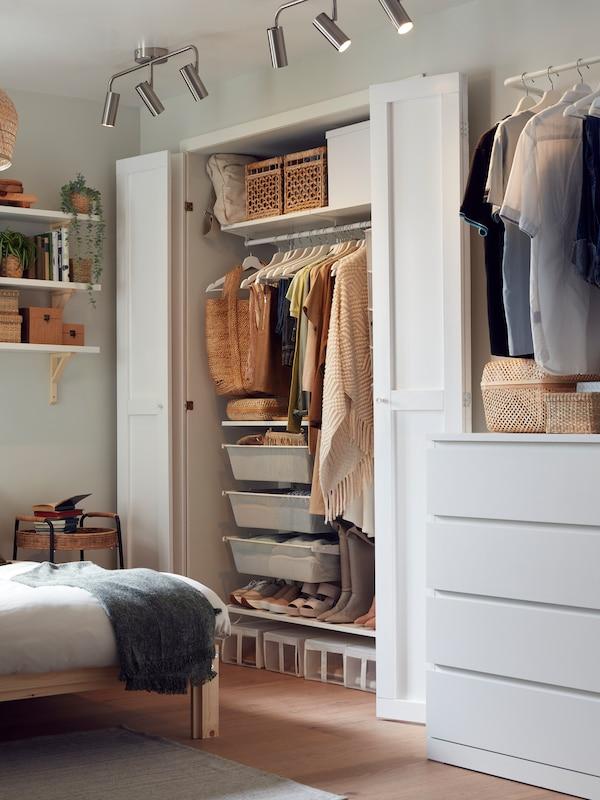 Une galerie de chambres à coucher inspirantes avec une foule d'idées d'ameublement pour chambre à coucher et plus encore.