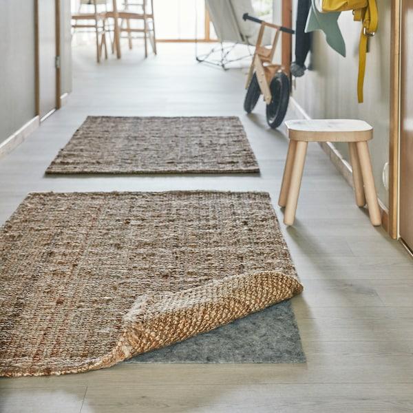 Tapete LOHALS de tecelagem plana cru.