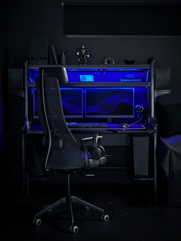 FREDDE gaming desk.