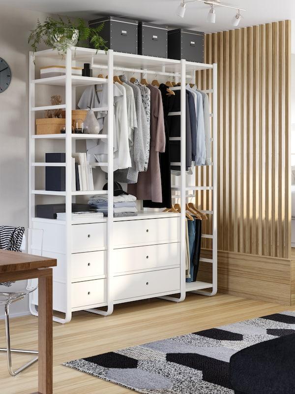 Solution de rangement ouvert ELVARLI avec vêtements et accessoires