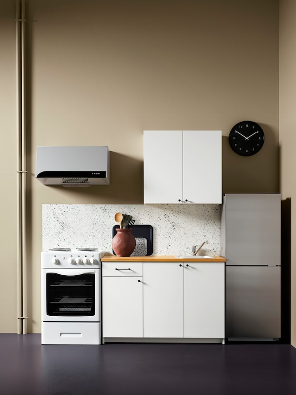 White KNOXHULT base cabinet.