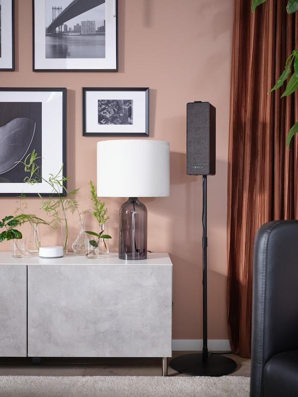 BESTÅ Kombinacja z drzwiami imitującym beton