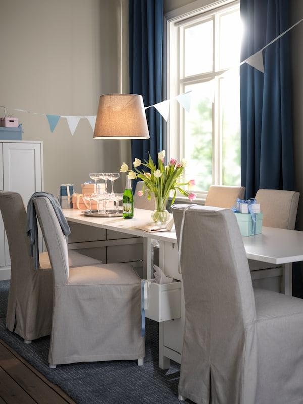 Dark blue HILLEBORG curtains in dining room