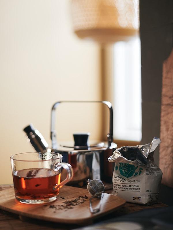 Bouilloire METALLISK et mugs en verre transparent IKEA 365+: le thé avant la tempête!