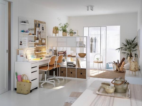 Микке стол и тумба в интерьере комнаты