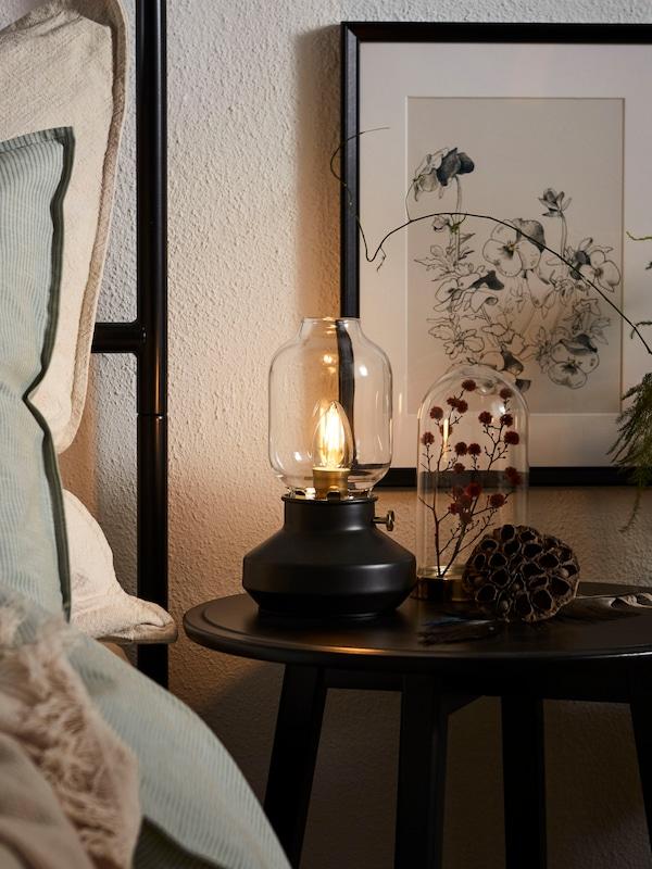 Настольная лампа ТЭРНАБИ в интерьере