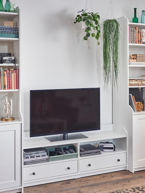 Eine HAUGA TV-Bank in Weiß