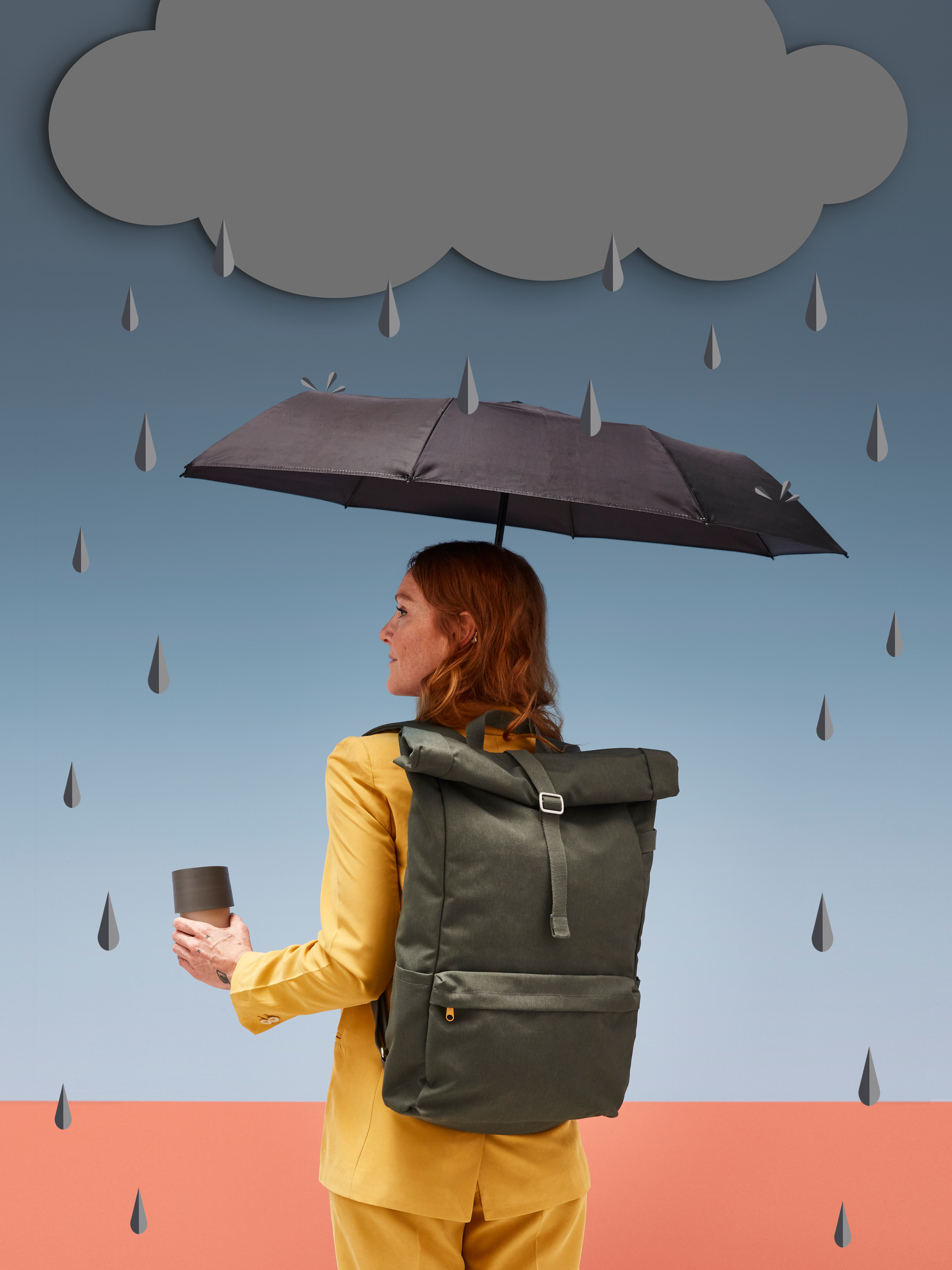 Woman wearing a DRÖMSÄCK backpack and holding an umbrella and a travel mug under a graphic of a raincloud with raindrops.