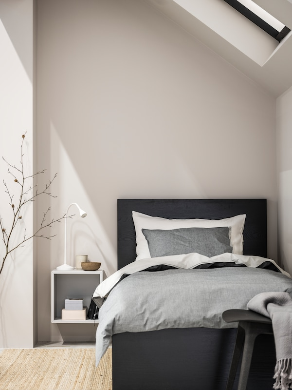 MALM Sängstomme i svartbrun is storlek 90x200 cm.