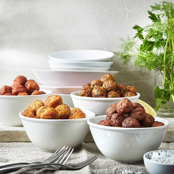 Several VARDAGEN bowls shown together and filled with HUVUDROLL veggie balls and plant balls.