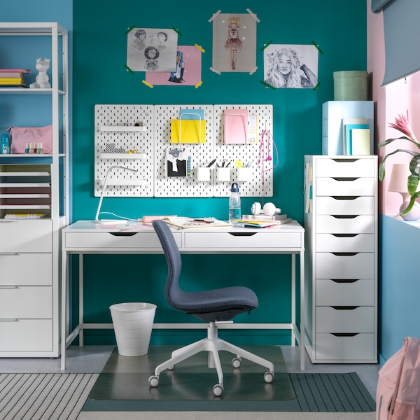 Workspace setup which has chair, work lamp, memo boards and a table