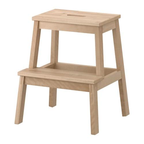 BEKVÄM Porrasjakkara IKEA Massiivipuuta, kestävää luonnonmateriaalia. Helppo siirrellä ylimmässa portaassa olevan kädensijan ansiosta.