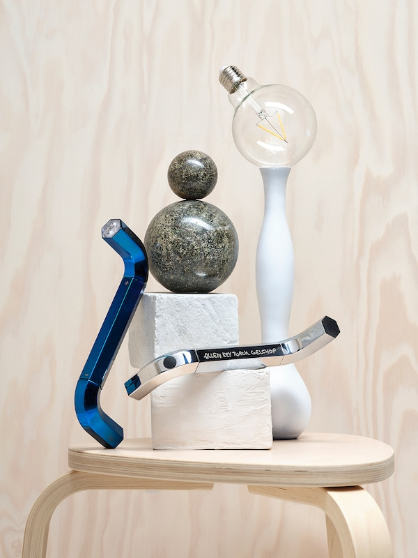 IKEA ART EVENT 2021 Led-taskulamppu, kuusiokoloavaimen muotoinen sininen, 20 cm