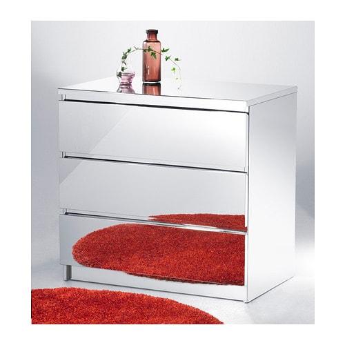 MALM Lipasto, 3 laatikkoa IKEA Laatikonvaimentimen ansiosta laatikko sulkeutuu hitaasti, hiljaa ja pehmeästi.