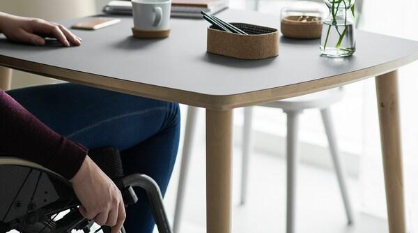 OMTÄNKSAM pöytä antrasiitti/koivu 95 cm 95 cm 74 cm