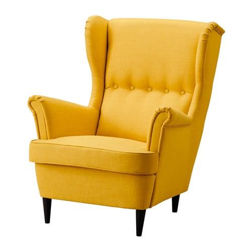 STRANDMON Lepotuoli IKEA Korkea muotoiltu selkänoja tukee hyvin päätä ja niskaa, minkä ansiosta tuolissa on erityisen mukava istua ja rentoutua.