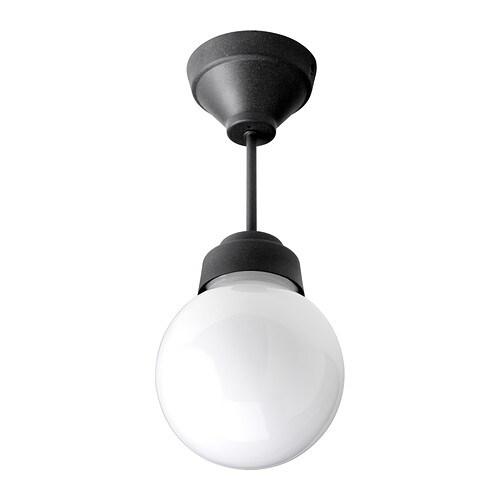 VITEMÖLLA Plafondi IKEA Antaa suodatetun valon ja levittää sen hyvin koko kylpyhuoneeseen.