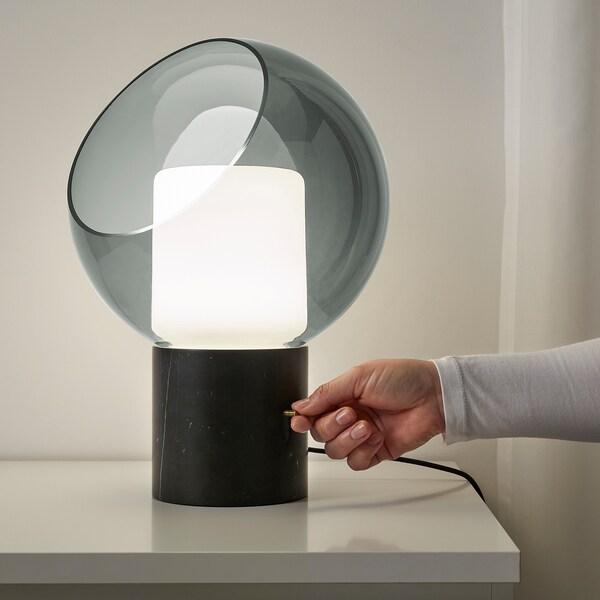 EVEDAL Lampe de table, marbre/gris globe
