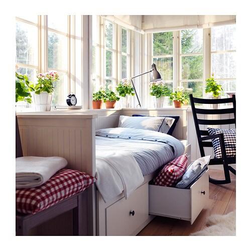 http://www.ikea.com/fr/fr/images/products/hemnes-structure-divan-avec-tiroirs-blanc__0216951_PE316684_S4.jpg