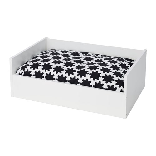 lurvig lit avec coussin blanc noir blanc ikea. Black Bedroom Furniture Sets. Home Design Ideas