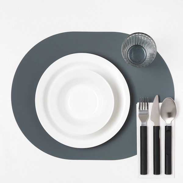 OMTÄNKSAM Set de table anti-dérapant, gris bleu, 45x35 cm