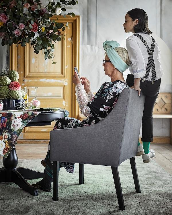 SAKARIAS Chaise à accoudoirs, noir/Sporda gris foncé