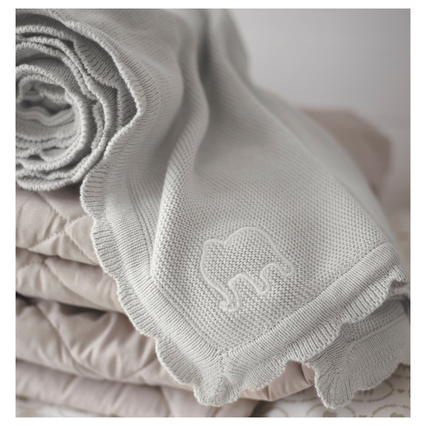 IKEA ÄLSKAD blanket Cotton, soft and nice against your child's skin. Soft and comfy to crawl into.