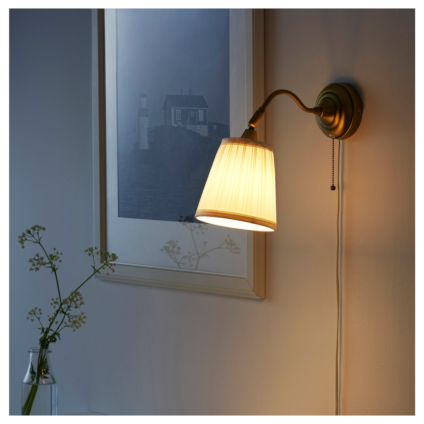 IKEA ÅRSTID wall lamp The textile shade provides a diffused and decorative light.