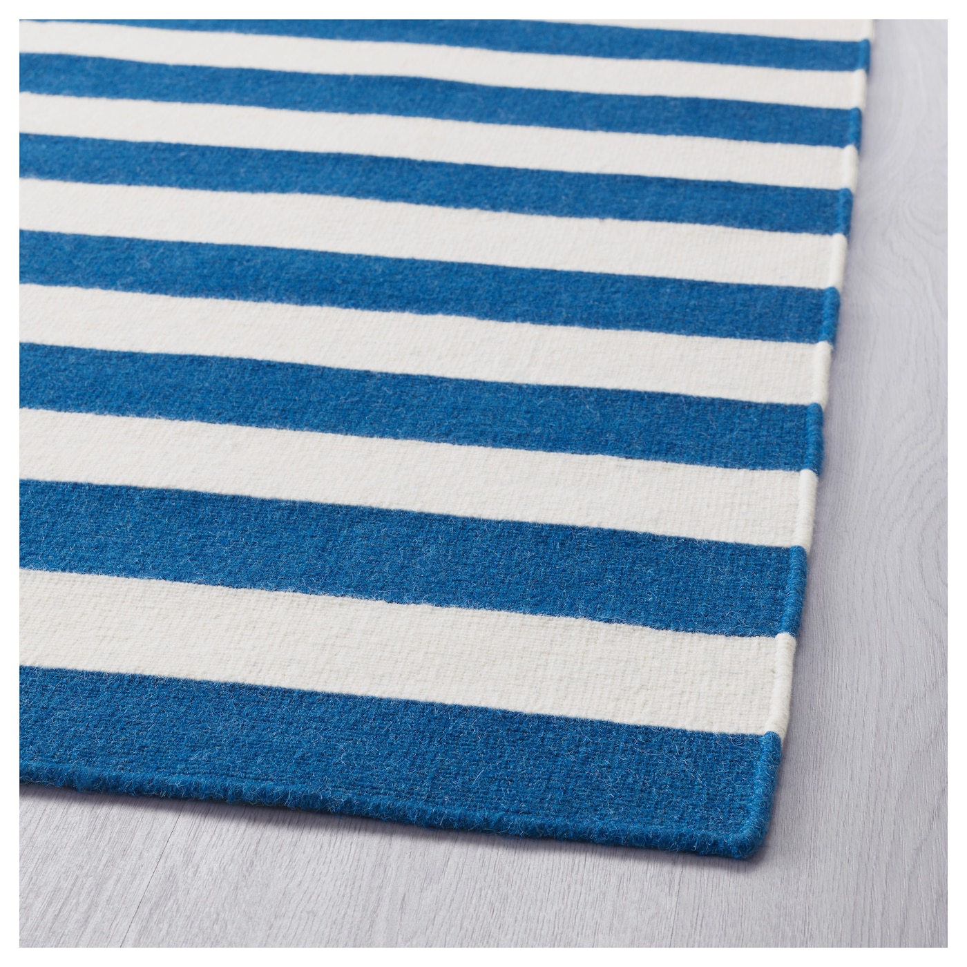 IKEA AVSIKTLIG rug, flatwoven Easy to vacuum thanks to its flat surface.