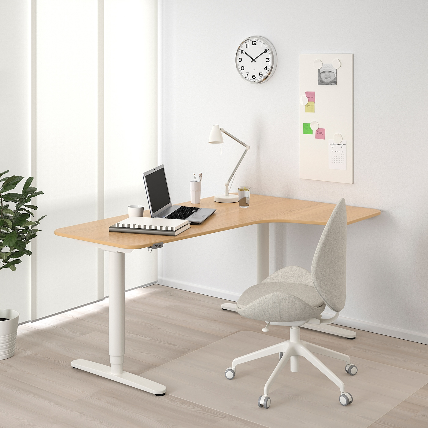 BEKANT Corner desk right sit/stand, oak veneer/white, 160x110 cm