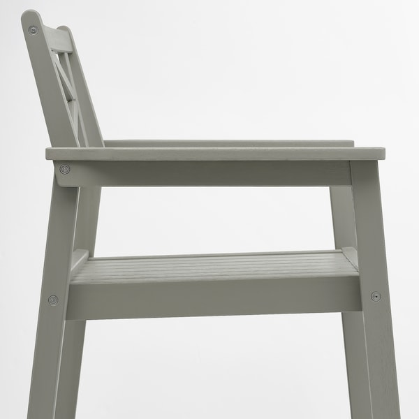 BONDHOLMEN Table+2 chairs w armrests, outdoor, grey stained