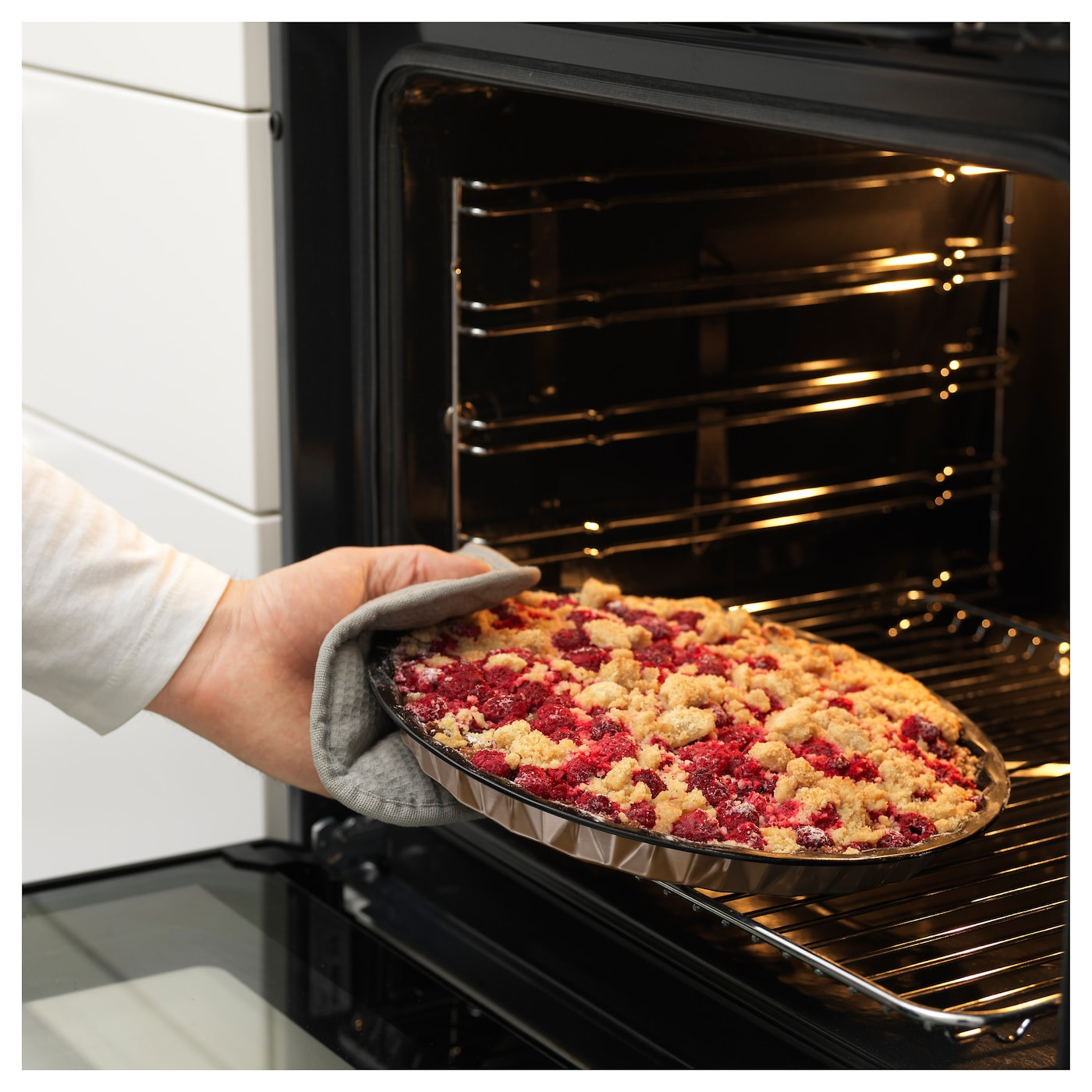 IKEA BULLAR baking tin, set of 2 Pastry releases easily thanks to the non-stick coating.