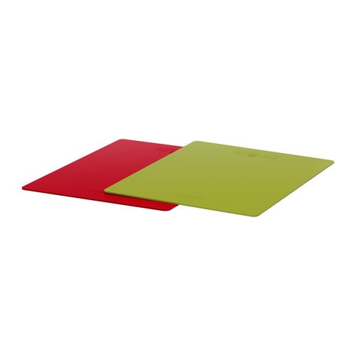 DRÄLLA Bendable chopping board IKEA Flexible; makes it easy to move the cut food without spilling.