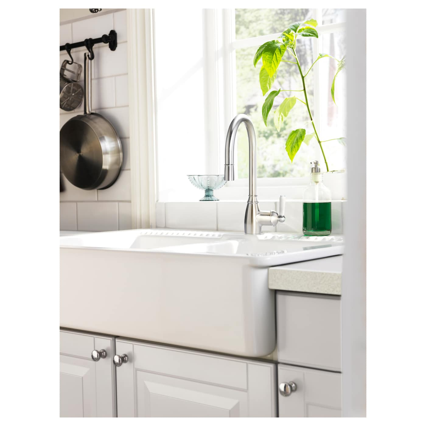 IKEA ELVERDAM kitchen mixer tap 10 year guarantee. Read about the terms in the guarantee brochure.